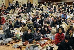 31.01.2011-Takaharu-evacuation-center----Mainichi-Daily-new.jpg