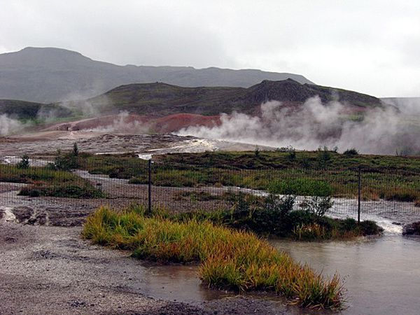 Geysir-geothermal-area---Lee-Siebert.jpg