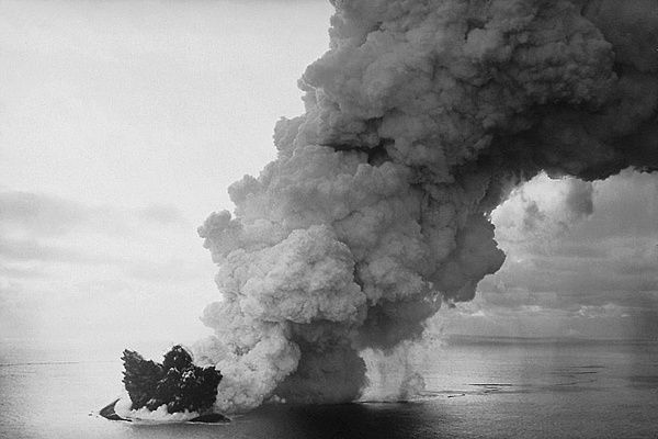 Surtsey eruption 1963 - Doc. NOAA