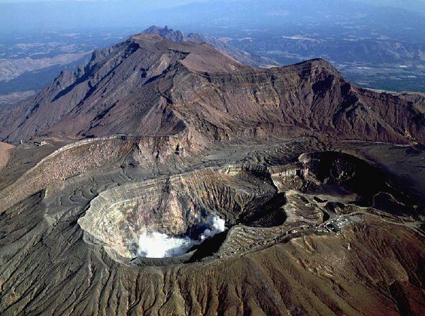 Aso-San---Nakadake-crater---ph-H.Seo.JPG