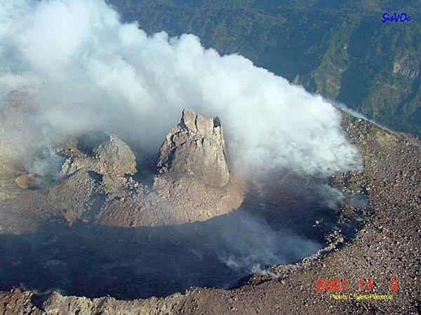 colima-dome-et-epine---11.2001-Centro-sism.---volc.-de-Oc.jpg