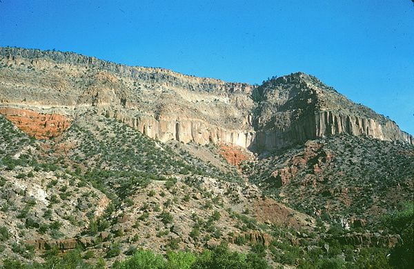 Bandelier-tuff-Jemez-canyon---the-great-desert.jpg