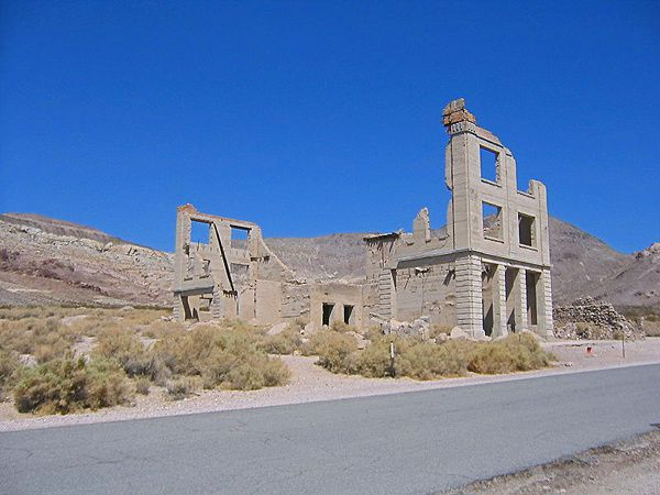death-valley---Rhyolite-town---ph.-Yeliyop.JPG