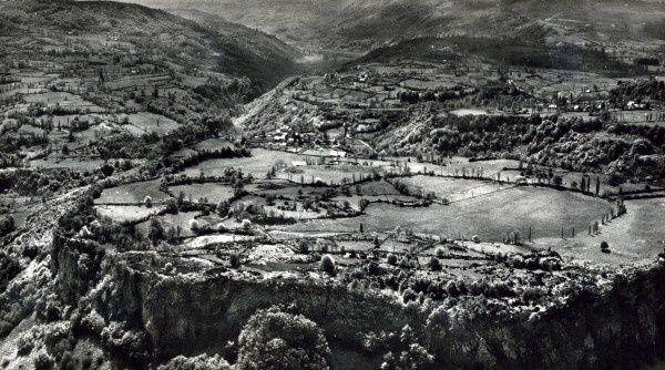 Rocher-de-Chastel-ancien-lac-de-lave.jpg