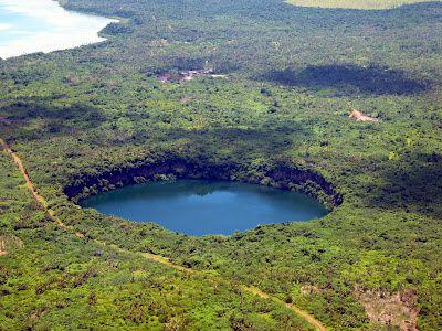 Lac-de-cratere-Wallis---le-lalolalo.jpg