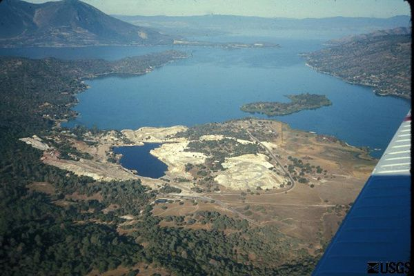 Clear-Lake---Sulfur-bank-mercury-mine-J.Donnelly-Nolan---US.jpg