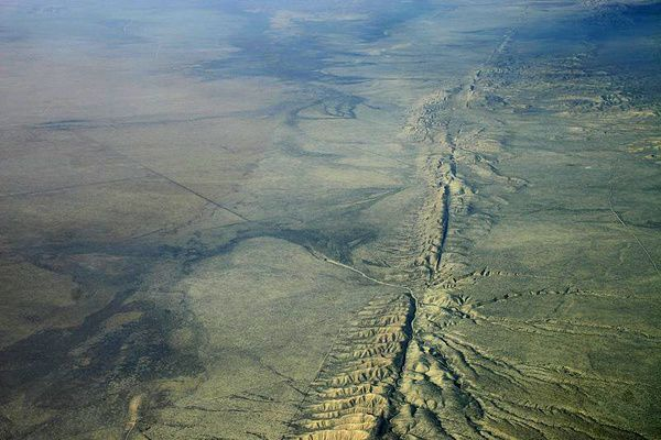 San-Andreas-fault-in-the-Carrizo-Plain---ph.-Ikluft.jpg