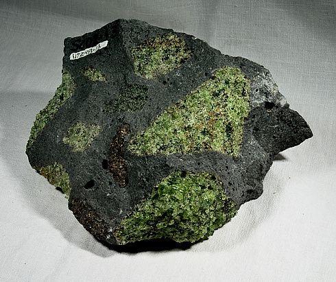 manrle-xenolith-in-basanite---Peridot-mine-san-Carlos-arizo.jpg
