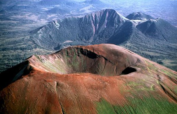 Crater Ridge et unnamed volc. - Jim Riehle USGS
