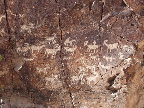 Petroglyphes-South-nevada---Alanah-Woody.jpg