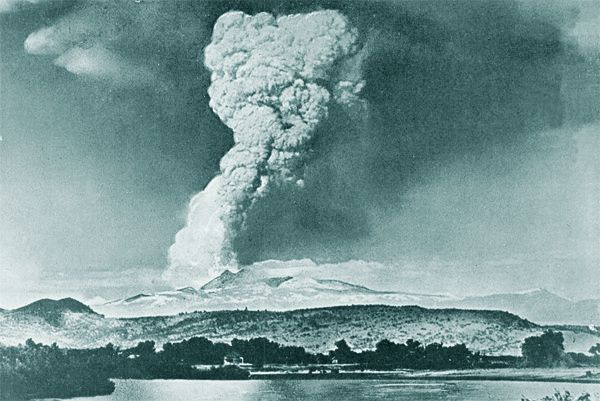 eruptions_of_lassen_peak---RE-Stinson-22.05.1915.jpg