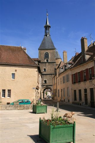 Avallon : tour de l'horloge