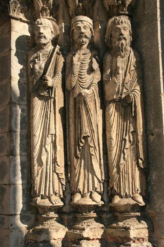 Statues colonnes église Saint-Loup de NAUD