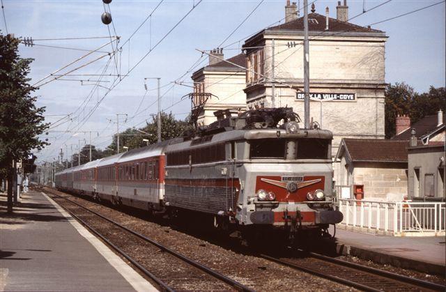 Locomotive CC 40104 en tête de l'Eurocity Molière