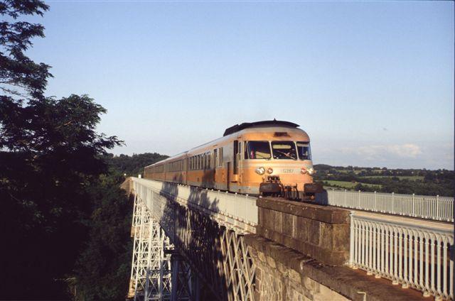 Turbotrain RTG sur le viaduc de Busseau sur Creuse