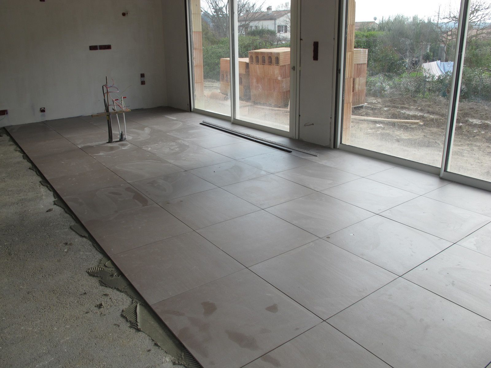 Carrelage suite et joints notre maison bbc for Photos carrelage