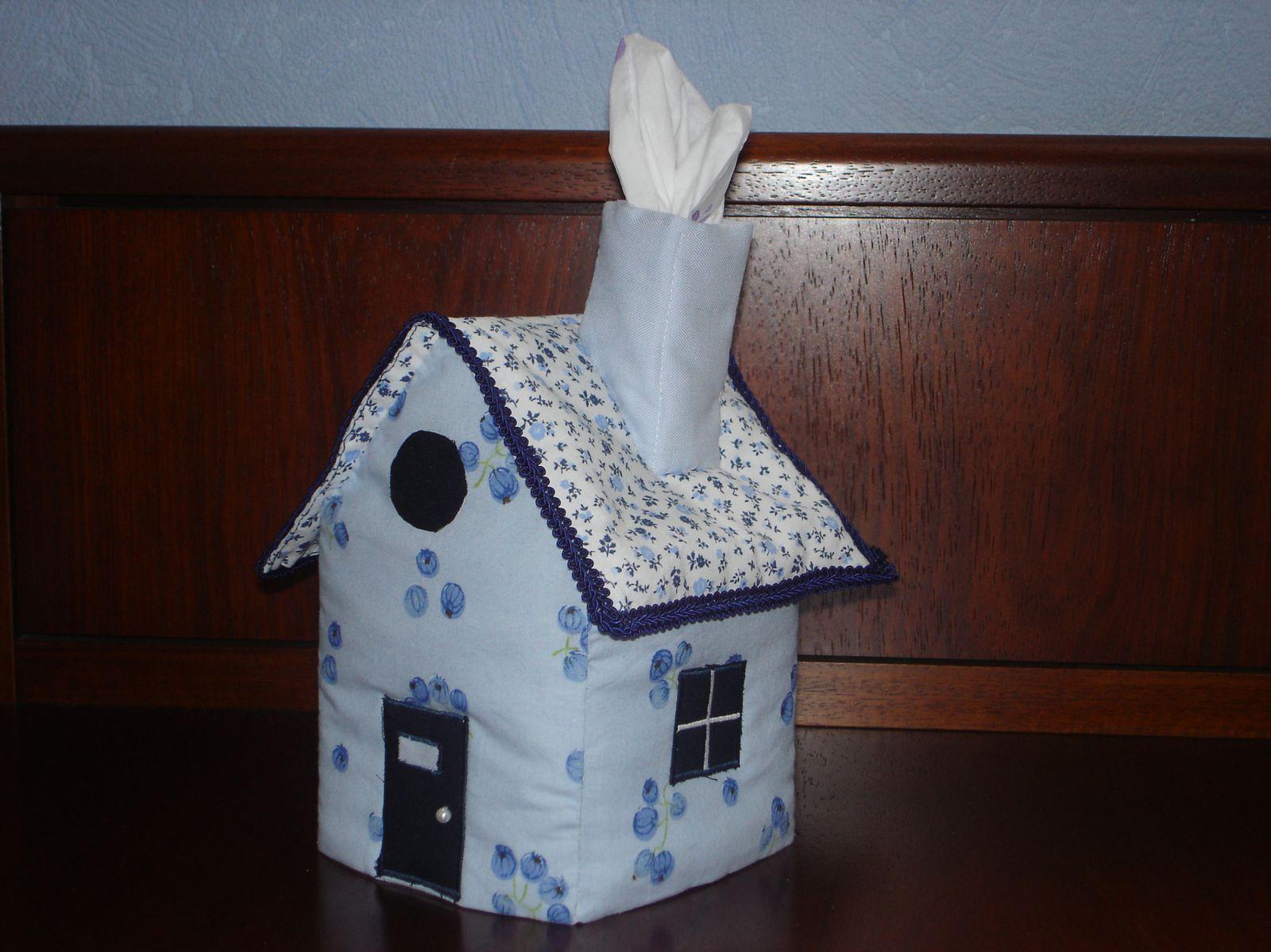 Une id e d co une maison mouchoirs autour du tissu - Boite a mouchoirs maison ...