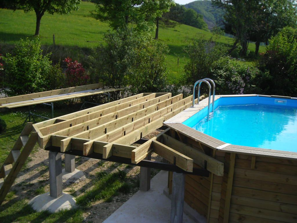 Terrasse bois piscine pente diverses id es for Piscine hors sol legislation