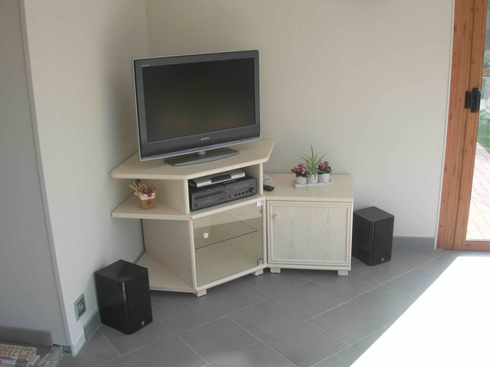 Album meubles tv exodia home design tables ceramique for Meuble tv angle bas