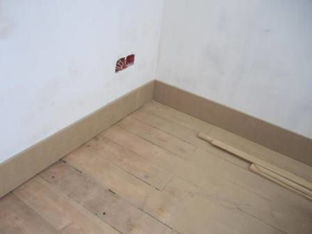 Chambre du 2nd moulures et plinthes saison 5 ep 17 r novation d 39 une maison de ville for Plinthe renovation