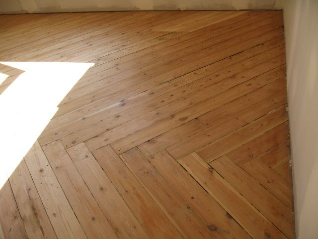 Des plinthes au parquet salon pisode 24 r novation d for Pate a bois parquet