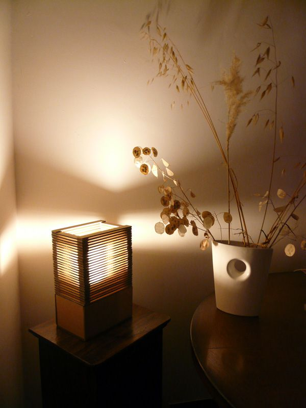 ma toute premi re lampe en carton vhs luminaires en carton. Black Bedroom Furniture Sets. Home Design Ideas