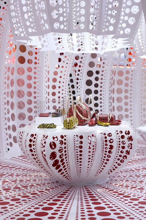 dezeen Louis-Vuitton-and-Kusama-concept-store-at-S-copie-1