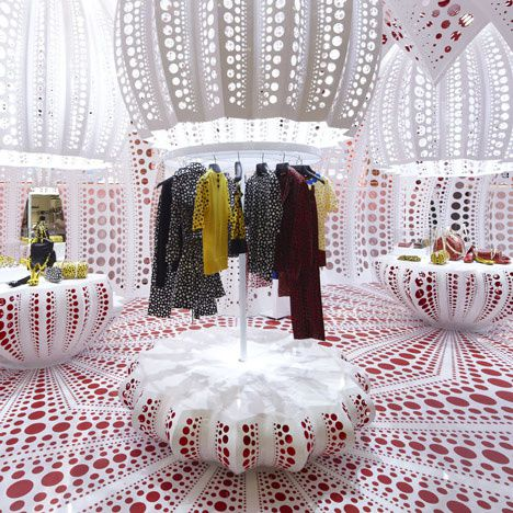 dezeen Louis-Vuitton-and-Kusama-concept-store-at-S-copie-3
