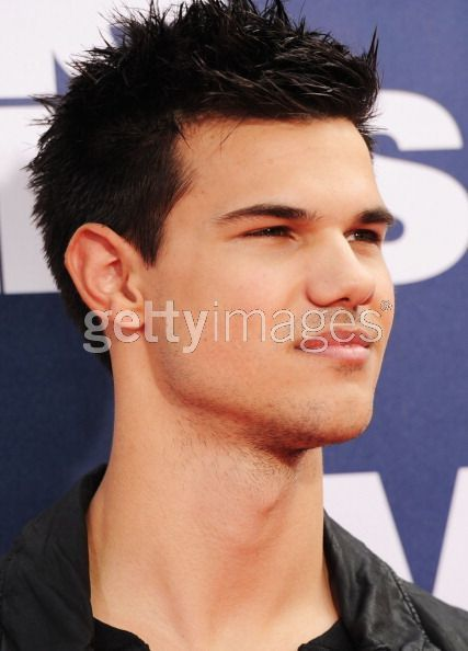 Taylor Lautner - Red Carpet 1