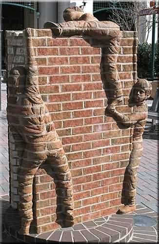 mur-briques-et-enfants