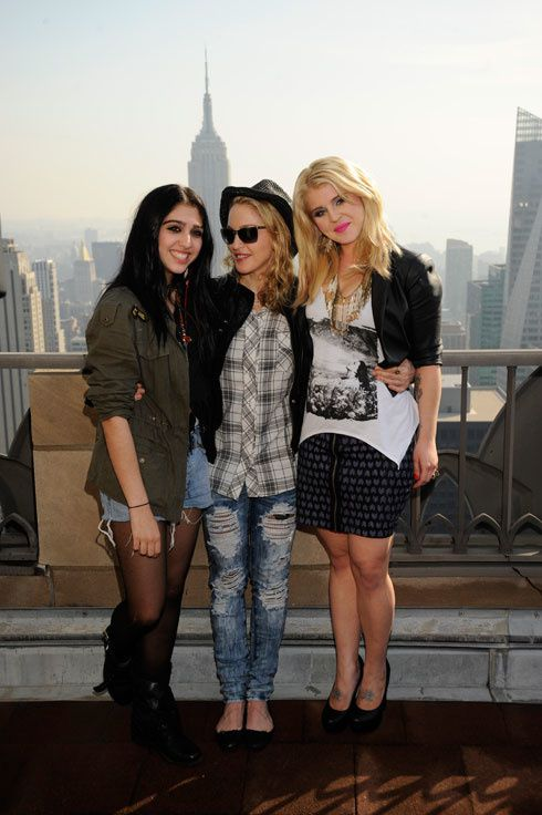 11-06-29-madonna-material-girl-behind-the-scenes-01-l