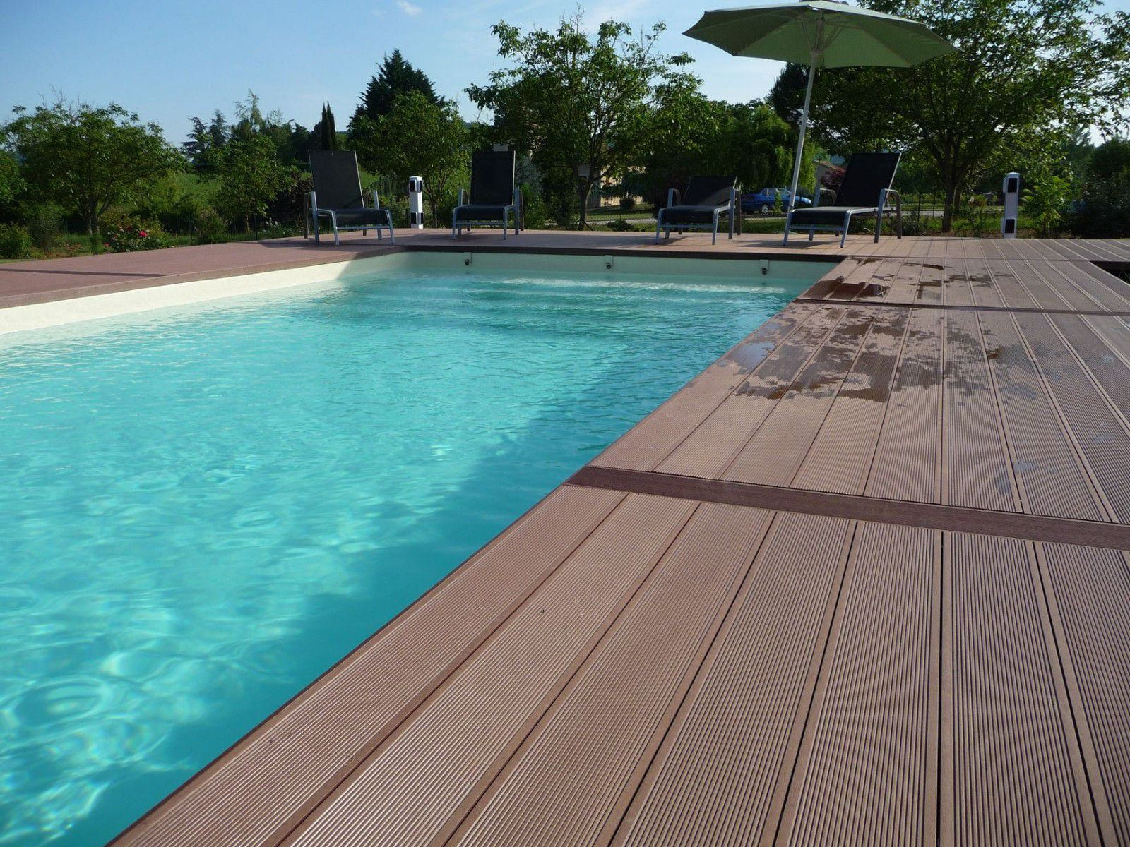 piscine en blocs poly terrasse en bois composite. Black Bedroom Furniture Sets. Home Design Ideas
