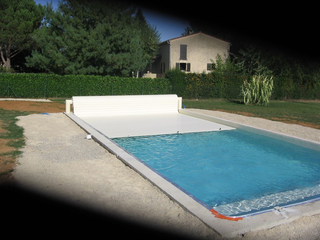 Le volet hors sol piscine en blocs poly terrasse en for Construction piscine 46
