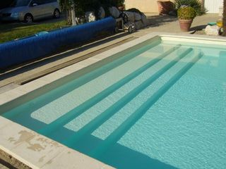 Le projet piscine en blocs poly terrasse en bois composite for Cash piscine cahors