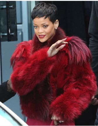 RIHANNA-RED-FUR-FOURRURE-ROUGE.JPG