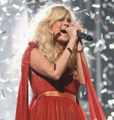 Carrie-Underwood-show-billboard-music-award-2012.JPG