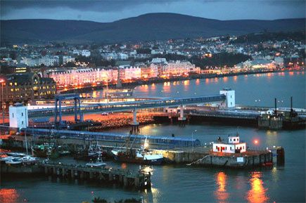 douglas-harbour-at-night
