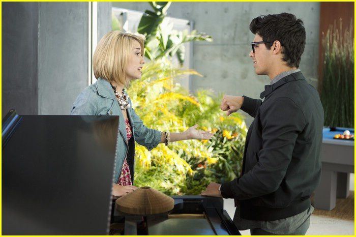 chelsea staub dating joe jonas Chelsea kane staub (born september 15, 1988), known professionally as chelsea kane since early 2011, is an american actress and singer she is known for her role as stella malone in the disney channel sitcom television series, jonas.