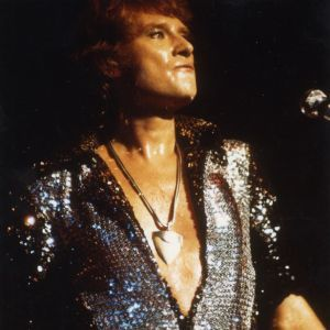 1977-Palais-des-Sports--Johnny-Hallyday--Costume-brillant.jpg