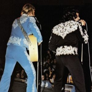 Costume-bleu-et-blanc-Johnny-Tournees-1974---1975.jpg