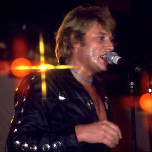 johnny-hallyday-tournee-1981-Ensemble-en-cuir-copie-1.jpg