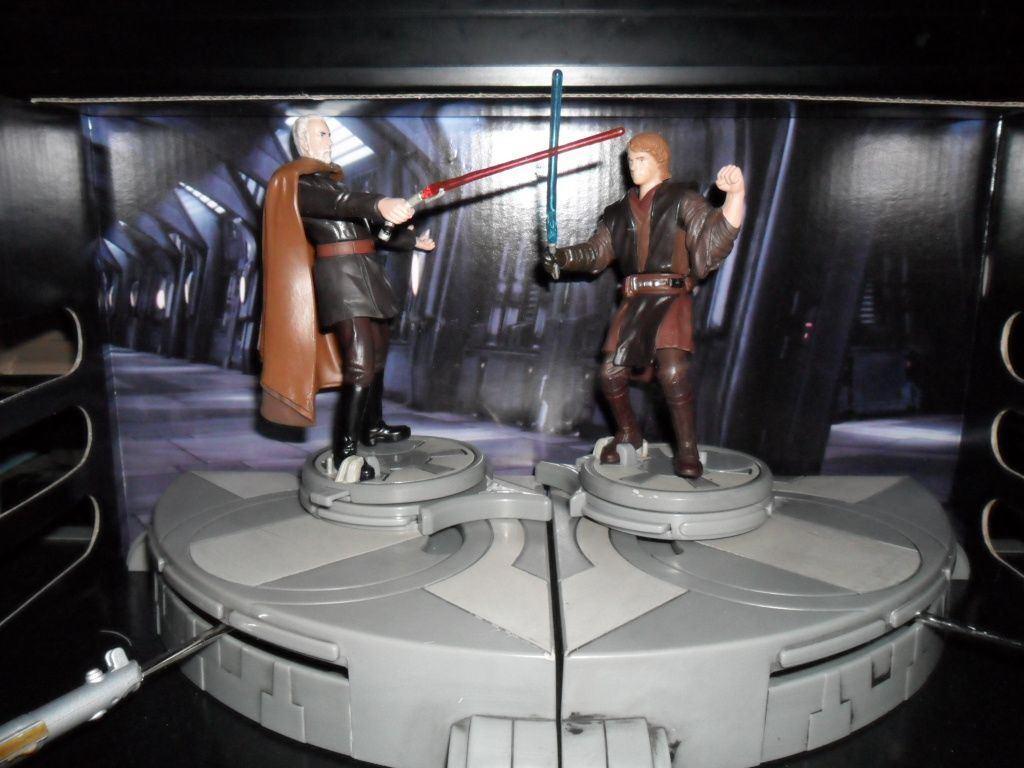 Collection n°182: janosolo kenner hasbro - Page 3 Dooku-vs-anakin-copie-1