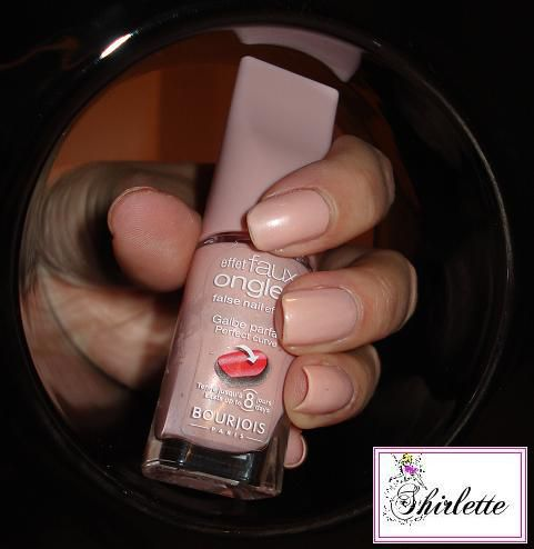 15-Vernis-bourgeois-effet-faux-ongles-rose-2.jpg