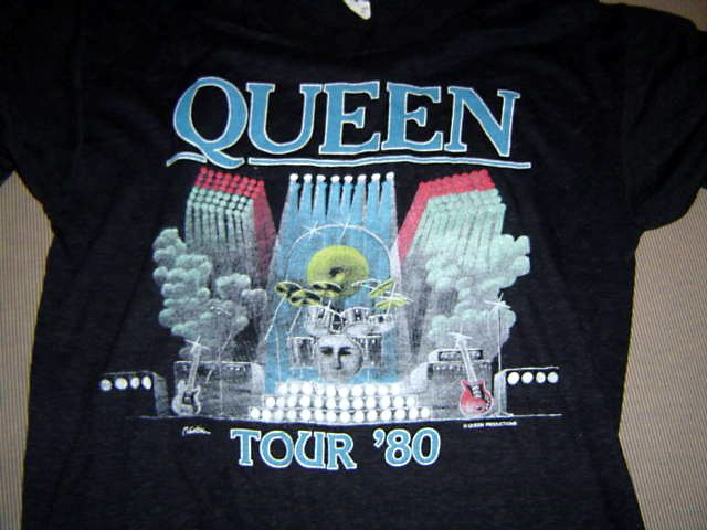 les t shirts officiels du groupe queen queen rock my world fr. Black Bedroom Furniture Sets. Home Design Ideas