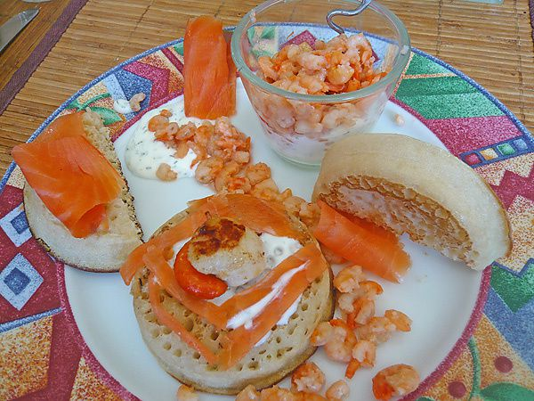 crumpets de saumon et saint jacques id e de brunch recettes astuces et d co. Black Bedroom Furniture Sets. Home Design Ideas