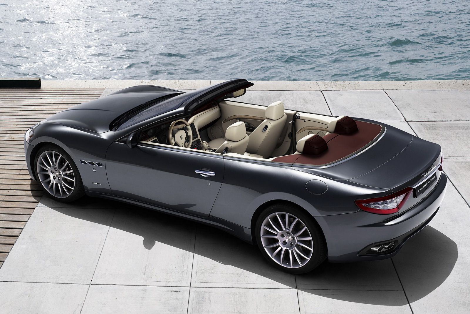 2010 maserati gran cabrio vid o dark cars wallpapers. Black Bedroom Furniture Sets. Home Design Ideas