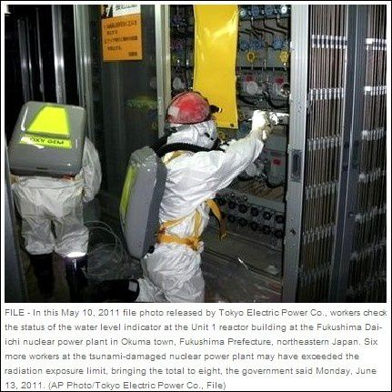 Workers-in-fukushima-nuclear-power-plant-AP-TEPCO--copie-1.jpg