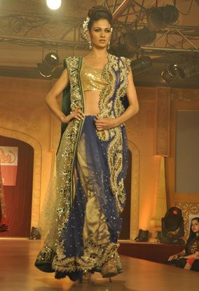 B-wood-style-at-Neeta-Lulla-s-show--10.jpg