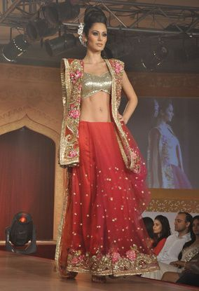 B-wood-style-at-Neeta-Lulla-s-show--11.jpg
