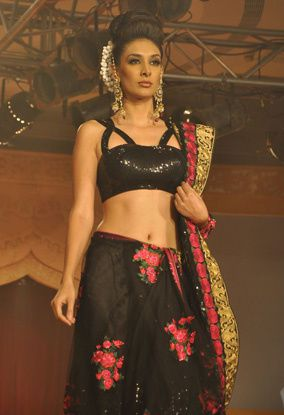 B-wood-style-at-Neeta-Lulla-s-show--14.jpg